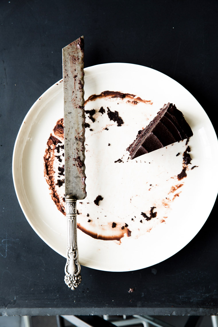 Robyn Valarik San Francisco Based Food & Drink Stylist - chocolate, slice, cake, remains, leftover, solo, frosting, bittersweet, semisweet, rich, serrated, platter, crumbs, smudge, food-photography